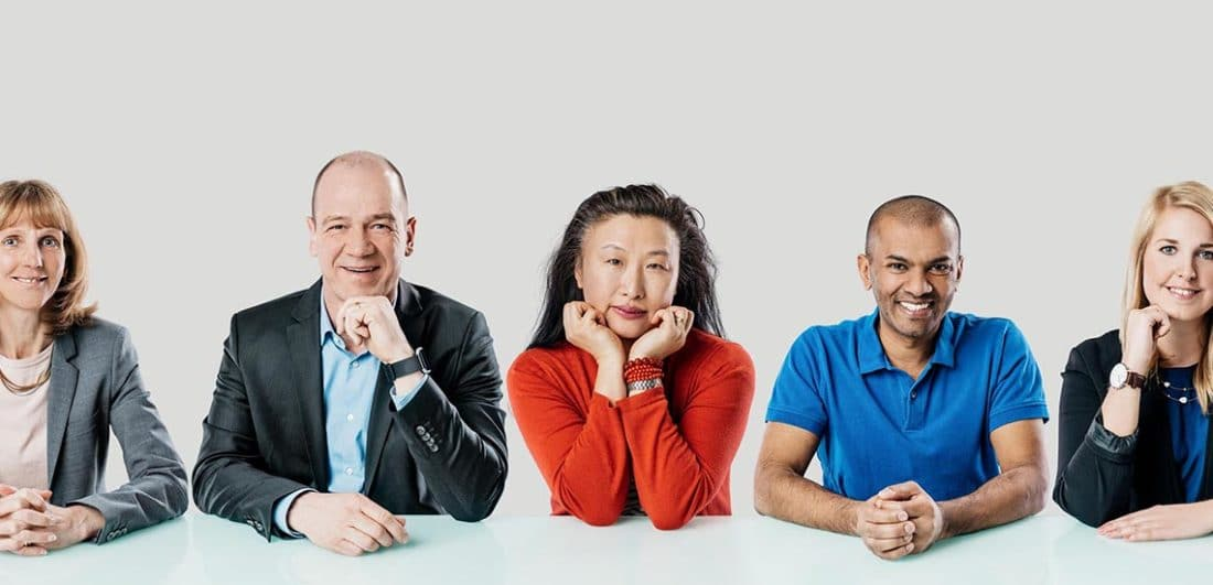 Medarbetare på Mycronic, ett svenskt hig-tech-företag inom elektronikindustrin