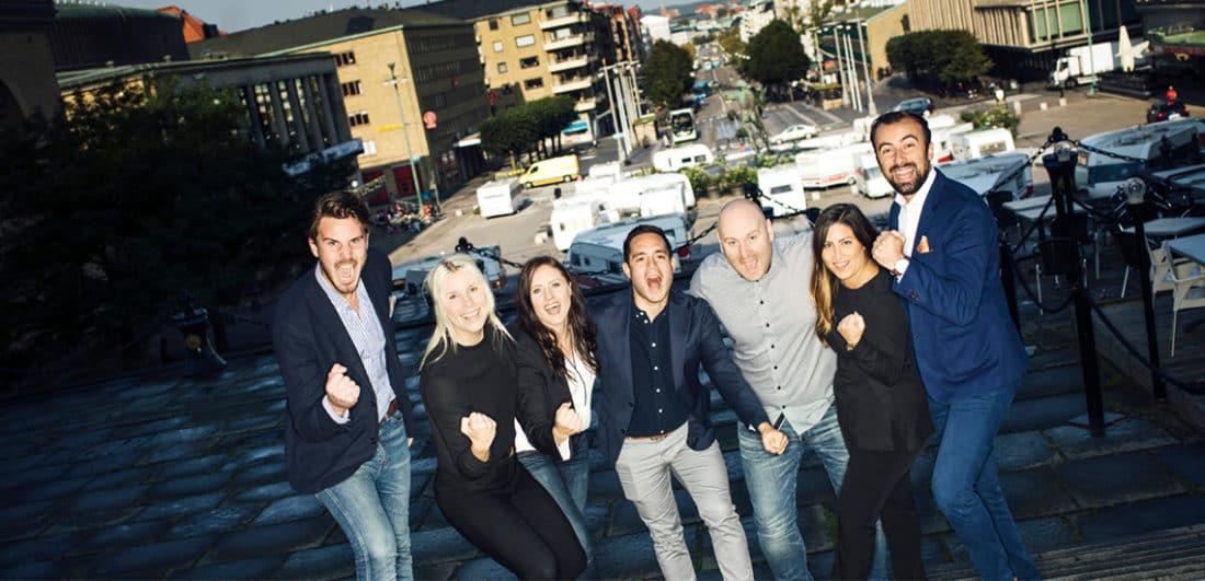 Glada medarbetare på rekryterings- och bemanningsföretaget One Partner Group