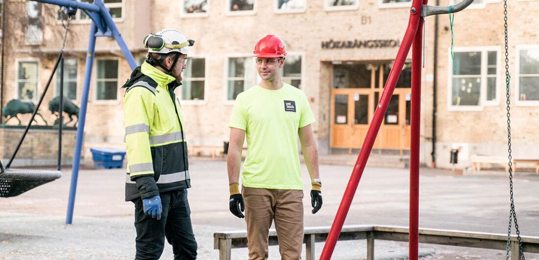 Anställda byggarbetare från Veidekke vid skola