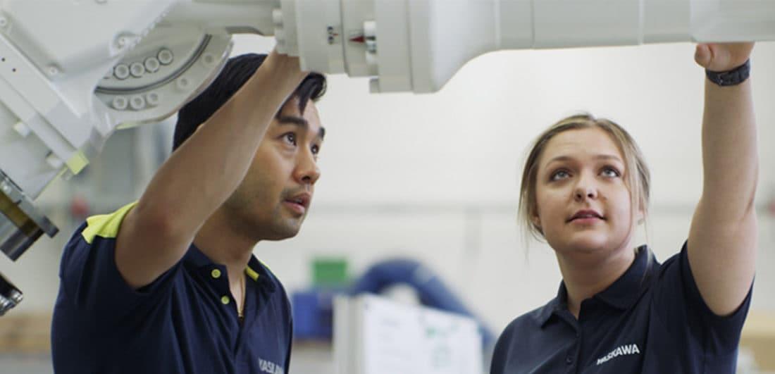 Medarbetare på Yaskawa, en av världens ledande tillverkare av industrirobotar, el- och servomotorer och ett av årets Karriärföretag