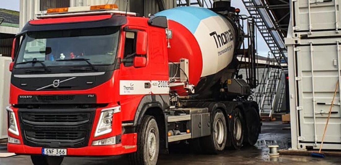 Lastbil med cementblandare från Thomas Betong